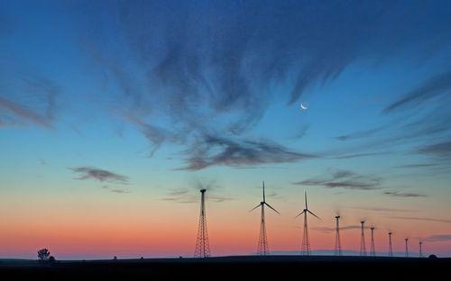 2010 08 08_0764windmill moonrise